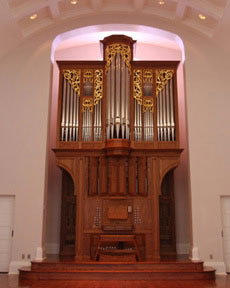 The pipe organ with the chapel